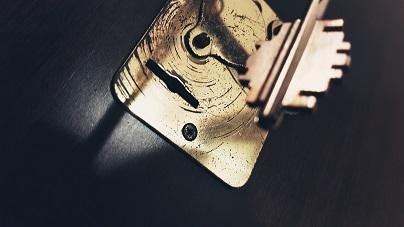 Come scassinare e aprire una serratura a doppia mappa